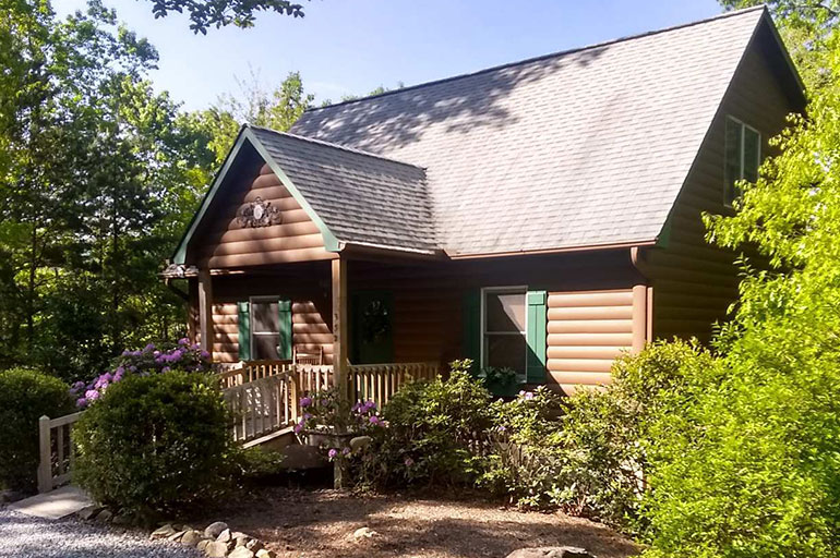 Group vacation rental in lake lure near chimney rock village for Table rock nc cabins