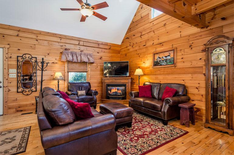 Three Bedroom Lake Lure Log Cabin Near Chimney Rock Village